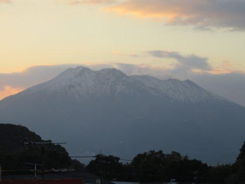 17'3'9午前7時前 桜島冠雪